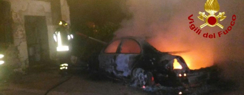 Automobile in fiamme a Cervinara, i caschi rossi evitano il peggio