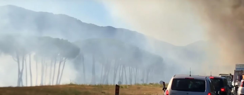 Ancora un incendio nei pressi dell'Av-Sa: traffico rallentato