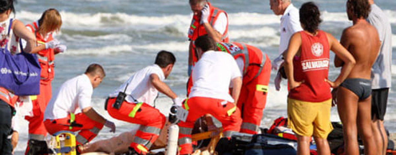 Annega nel mare di Paestum per salvare due giovani, vittima un'operatrice sociale di 34 anni