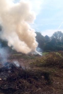 FOTO/ Tragedia ad Ariano, muore intossicato dal fumo delle sterpaglie