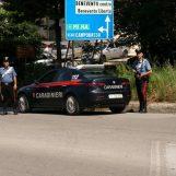 Tenta di sciogliere la droga in bagno ma i carabinieri se ne accorgono: arrestato spacciatore