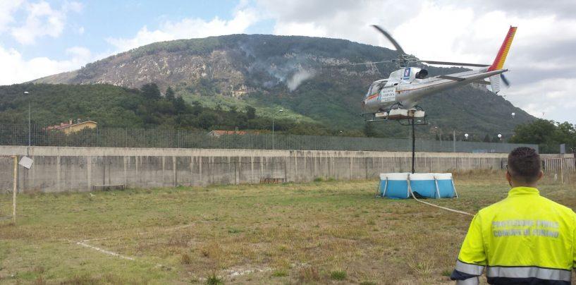 FOTO/ Monte Faliesi continua a bruciare, due gli elicotteri in azione