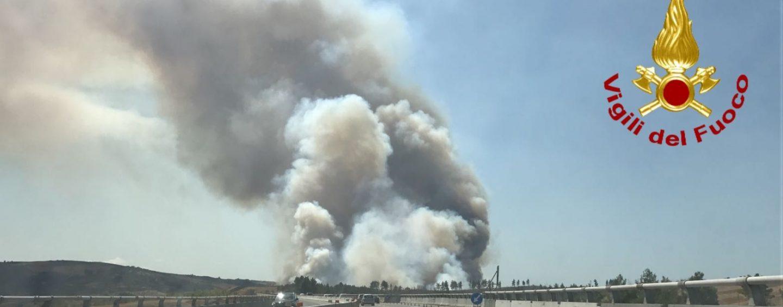 Case evacuate a Vallata, il fuoco mette in ginocchio l'Irpinia