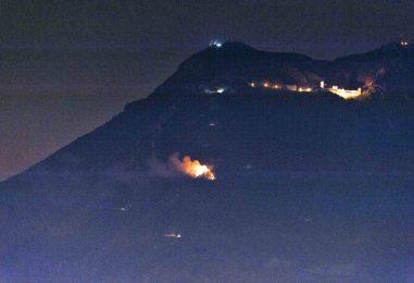 Vasto incendio a Montevergine, la montagna brucia