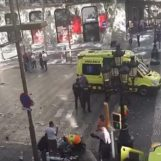 Attacco terroristico a Barcellona, furgone investe la folla sulla Rambla