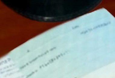 Altera i dati e incassa l'assegno, scoperto e denunciato