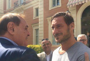 """VIDEO/ Mastella saluta Totti: """"Stasera, però, Forza Benevento"""""""