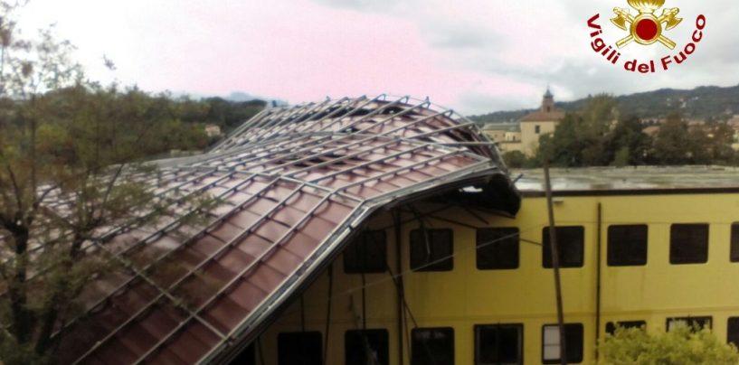 Maltempo, divelto il tetto di una scuola. Criticità a Montoro e Forino