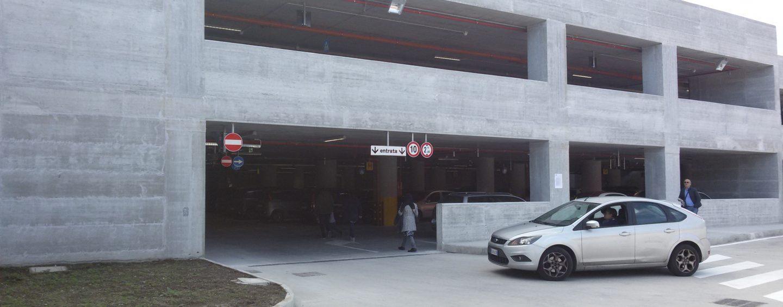 Città ospedaliera, sosta gratuita fino al 15 dicembre nel parcheggio multipiano