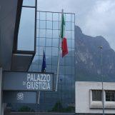 Bidello irpino a processo a Lecco: stalkerava stedentesse con foto e messaggi hot