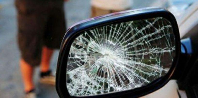 Pretendono 150 euro per uno specchietto rotto: era una truffa