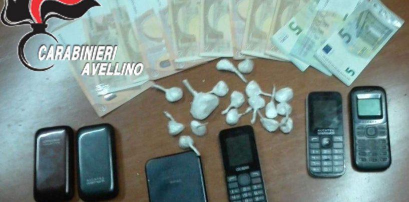 Beccato con 6 cellulari, contanti e cocaina: in manette 44enne