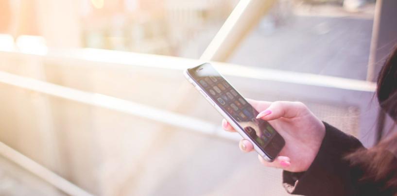 Smartphone, vola il mercato dei dispositivi di fascia alta