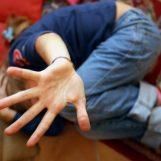 Adescava 14enni in un prefabbricato post sisma, arrestato pregiudicato