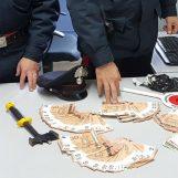 Nascondeva 10mila euro in banconote false nel cruscotto: arrestato