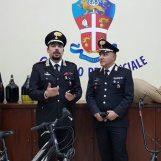 Rubano una bicicletta, nocciole e fiaschi di vino: arrestata banda rom