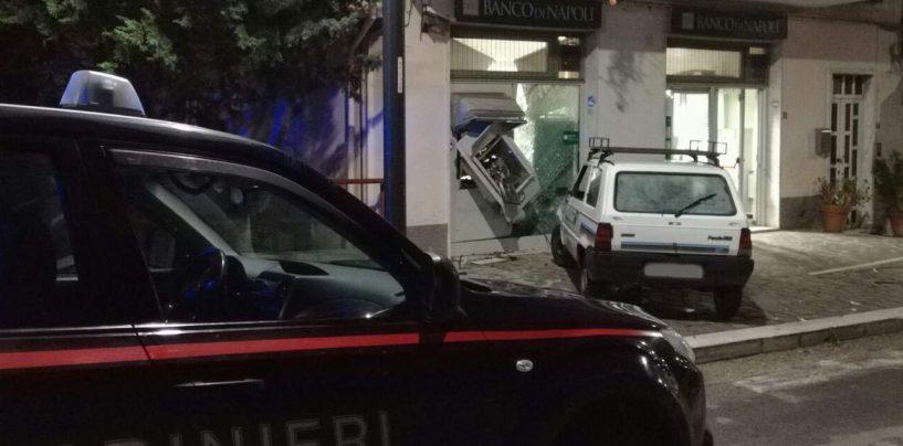 Calitri, ladri fanno esplodere un bancomat: messi in fuga