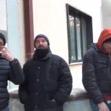 """VIDEO/ Ci vuole Costanza – La protesta dei parcheggiatori: """"Ci incateniamo, il sindaco ci tratta come bestie"""""""