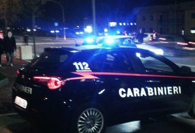Rubano in appartamento e tentano la fuga a bordo di un'Alfa Romeo, intercettati