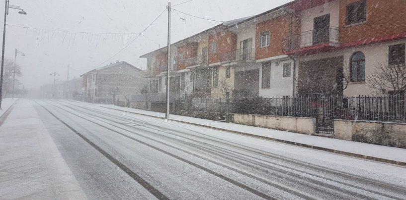 Torna la neve, disagi in Alta Irpinia. Si decide per la chiusura delle scuole