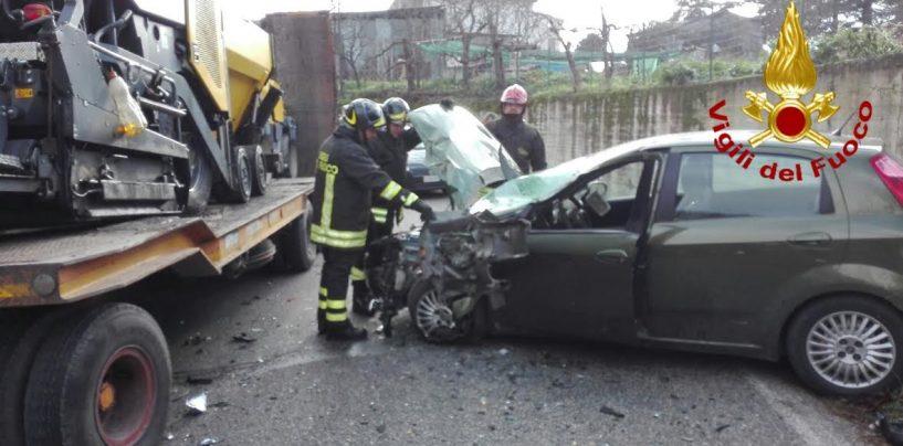 Tir contro auto, terribile incidente a Calore di Mirabella