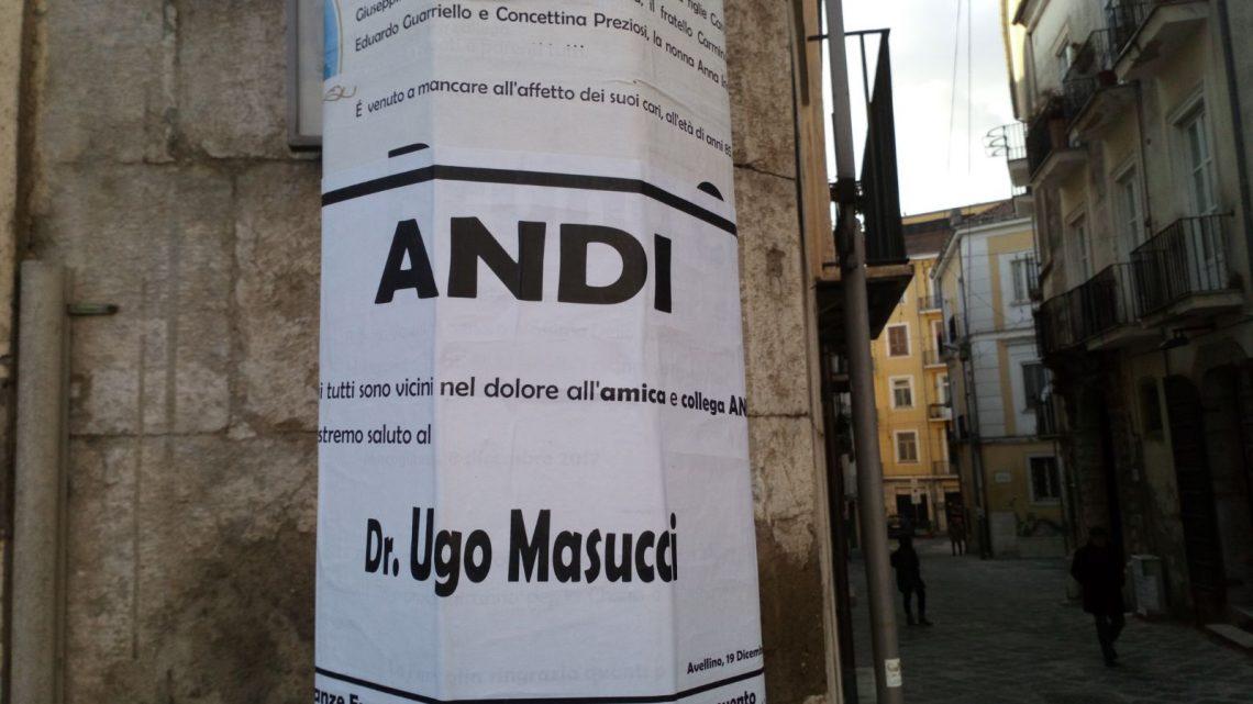 FOTO/ Bagno di folla al Duomo per l'ultimo saluto al dentista Masucci