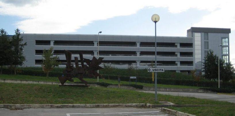 Giù dal parcheggio multipiano: muore una ragazza, tragedia all'Università di Fisciano