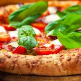 Una pizza di troppo per un detenuto domiciliare: trasferito a Bellizzi