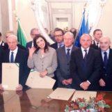 """VIDEO/ Onorificenza al merito per 27 irpini. Il Prefetto Tirone: """"Premiamo i cittadini che si sono impegnati per la collettività"""""""