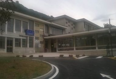 Atti vandalici nella notte, chiusa una scuola in Irpinia