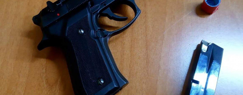 Lioni, minaccia un giovane con una pistola a salve: denunciato 70enne