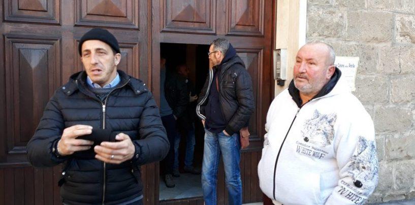 """Gli ex parcheggiatori si affidano al Vescovo: """"La politica ci ha abbandonati"""""""