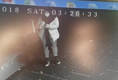 """VIDEO/ Furto alla profumeria """"Gardenia"""", ladri incastrati dalle telecamere e dal """"selfie"""""""