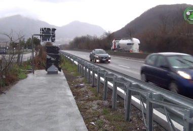 VIDEO/ Ci vuole Costanza, autovelox sulla superstrada AV-SA: sindaci polemici e automobilisti arrabbiati