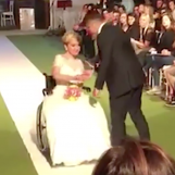 """VIDEO/ Francesca: """"Combatto la distrofia muscolare e sfilo in passerella sulla carrozzina"""""""