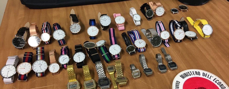 Blitz della Finanza al mercato di Avellino: maxi sequestro di orologi