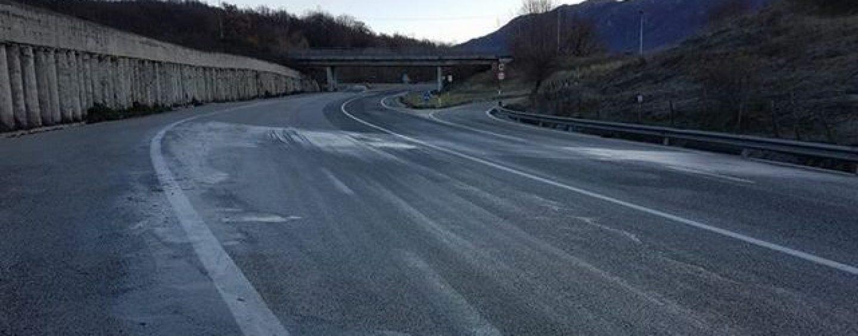 L'Ofantina è una lastra di ghiaccio: diversi incidenti, un morto