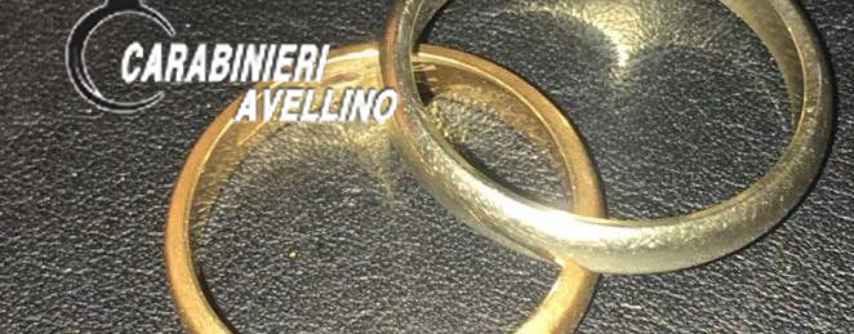 Ruba due fedi d'oro strappandole dal dito di un anziano, arrestato