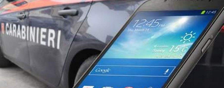 Utilizza smartphone rubato, denunciata per ricettazione
