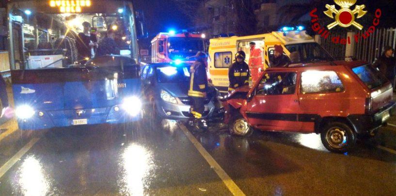 Triplo schianto a Monteforte, coinvolti bus e due auto