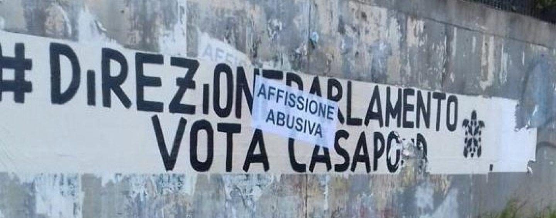 Manifesti abusivi Casapound, pugno duro dei caschi bianchi
