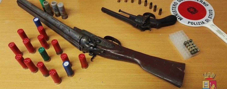 Armi non dichiarate in casa, nei guai padre e figlio