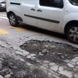 """VIDEO/ Ci vuole Costanza: strade ridotte a """"gruviera"""", le buche di via Tedesco"""