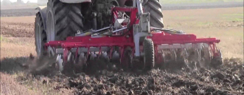 Assegno contraffatto per l'acquisto di macchina agricola: denunciato un 65enne