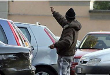 Parcheggiatori abusivi sorpresi in città, multe fino a 3mila euro