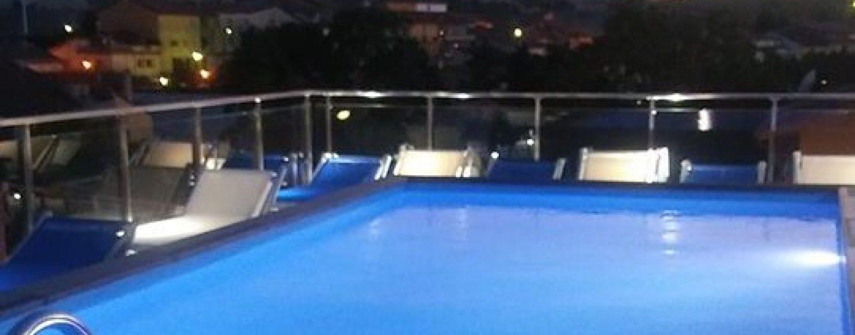 Una piscina sul terrazzo in zona sismica: sequestrato l\'intero hotel ...
