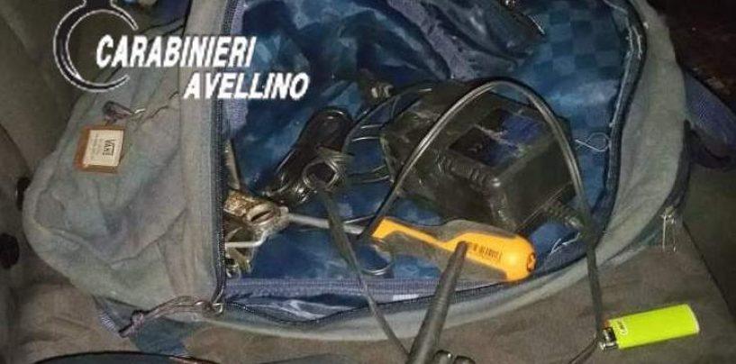 FOTO/ Ladri in fuga col malloppo: non hanno fatto i conti con l'Arma