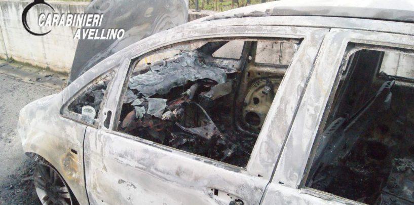 Vallo di Lauro: auto in fiamme nella notte, si segue la pista dolosa