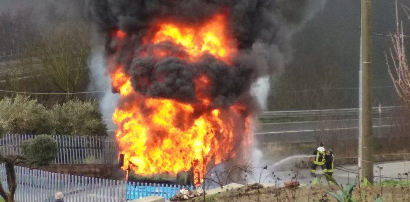 """Inferno Air, illesi 20 studenti: """"Abbiamo rischiato, salvi grazie all'autista"""""""