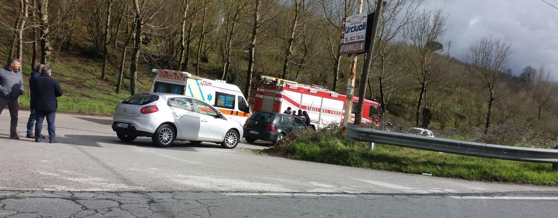 Spaventoso incidente sulla Variante: tre persone coinvolte, un ferito